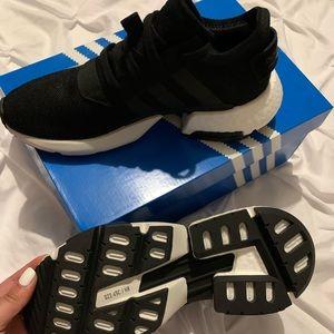 Adidas black shoe size 7.5